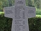 Na kříži je celkem 17 jmen. Někteří muži však zemřeli na jiných místech než na