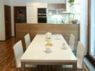 Kuchyň od jídelny odděluje barový pult v atraktivním dekoru zebrano.