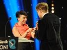 Český slavík 2012 - Tomáš Klus přebíral cenu z rukou  Tatiany Vilhelmové