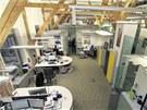 Prostory HBO mají industriální vzhled - stropy jsou šest metrů vysoké a mají...
