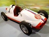 Šedesát historických aut lze vidět v kopřivnickém muzeu Tatra.