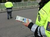 Policejní kontrola s m��ením alkoholu v krvi. (ilustra�ní foto)