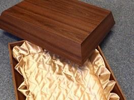 Firma z Náchoda Linnet eu vyrábí rakve a schránky pro domácí mazlíčky.