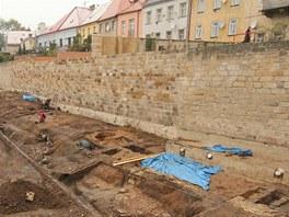 U zrekonstruované opěrné hradební zdi v Jičíně našli archeologové unikátní