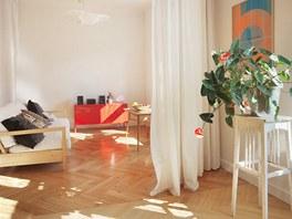 Majitelka zkombinovala nábytek z IKEA i se staršími kousky.