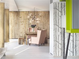 Interiéry jsou zařízeny nábytkem na zakázku i z kultovního obchodu