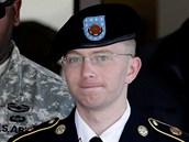 Americký vojín Bradley Manning přijíždí k soudu na základně Fort Meade (30.