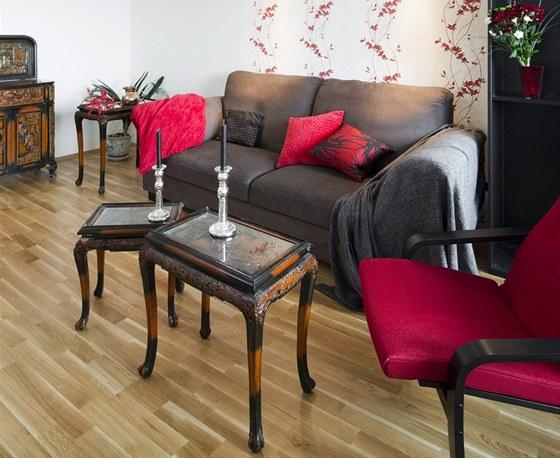 Originální stolky a skříňky si majitelé dovezli z Číny.