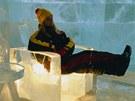 Ledový hotel v Jukkasjärvi ve švédském Laponsku, relaxace v křesílku