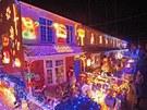 Tisíce zvědavců se účastní velkolepého rozsvícení ulice Byron Close v městě New...
