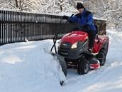 Zimní využití travního traktoru