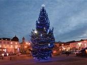 Vánoční strom na náměstí starosty Pavla v Kladně.