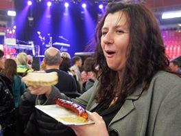 Jedna z fanynek před koncertem Seala v KV Areně (Karlovy Vary, 30. listopadu