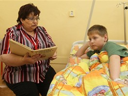 Dětem v nemocnicích čte i Emilie Altmanová.