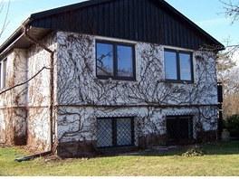 Původní dům měl štítovou stěnu obloženou dřevem, které odtud po rekonstrukci