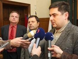 Primátor Olomouce Martin Novotný líčí změny ve fotbalové Sigmě. Vlevo od něj