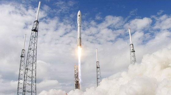 Start rakety Atlas V s raketoplánem X-37B  na palubě na mysu Canaveral 11.