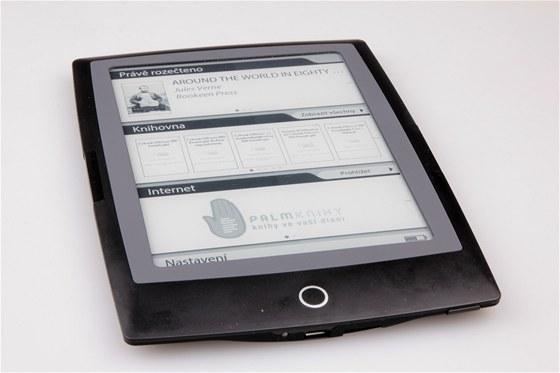 Úvodní obrazovka má pěkný design a je rozdělena na tři části. Dotykovému