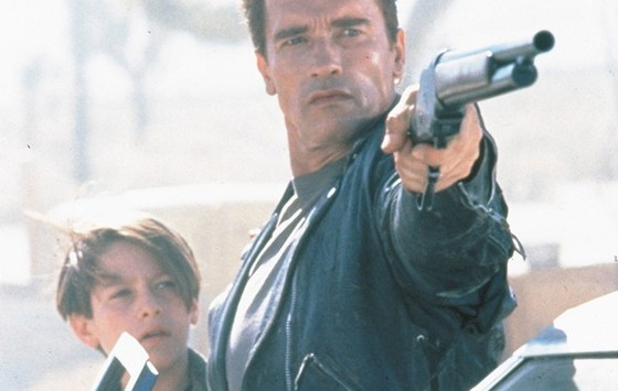 Edward Furlong a Arnold Schwarzenegger ve filmu Termin�tor 2: Soudn� den (1991)