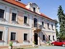 Horní zámek v Panenských Břežanech, v němž za války bydlel nacista K. H. Frank.
