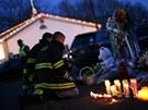 Americký Newtown truchlí za oběti střelby ve škole Sandy Hook (16. prosince 2012)