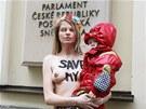 Polonahá Anastázia Hagenová protestovala proti neudělení azylu před Poslaneckou...