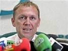 Andrej Lugovoj se na tiskové konferenci brání obvinění z vraždy