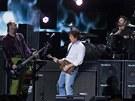 Na charitativním koncertě 12. 12. 2012 pro oběti hurikánu Sandy si zahrál Paul