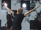Na charitativním koncertě 12. 12. 2012 pro oběti hurikánu Sandy zpíval i Roger