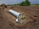 Bunkr tvoří dlouhý válec, který je zakopaný šest metrů pod zemí.