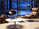 Zimní a vánoční večery s krbem v moderně pojatém obytném prostoru si majitelé