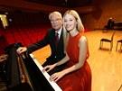 Hudebn� skladatel Vadim Petrov a jeho vnu�ka, topmodelka Linda Vojtov�