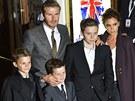 David Beckham, jeho manželka Victoria se syny na premiéře muzikálu Viva