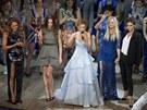 Spice Girls op�t pohromad� na lond�nsk� premi��e muzik�lu Viva Forever! - Mel B, Mel C, Geri Halliwellov�, Emma Buntonov� a Victoria Beckhamov� (11. prosince 2012)