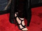 Anne Hathawayov� p�edvedla neobvykl� boty.
