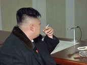 Vůdce KLDR KIm Čong-un sleduje start rakety Unha-3. (12. prosince 2012)