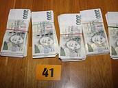 Policisté zabavili i značné sumy peněz.