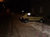 Patnáctiletý řidič naboural do policejní službeny v Kopidlně. (12. 12. 2012)