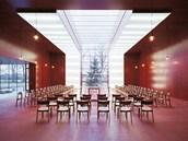 Posuvné panely redukují množství světla vstupujícího do prostoru.