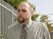 Americk� hacker Christopher Chaney vykr�dal e-mailov� schr�nky celebrit. Fotky, kter� z nich z�skal, d�l ���il internetem. V prosinci 2012 byl odsouzen k 10let�mu trestu a pen�it� pokut� p�es milion korun.