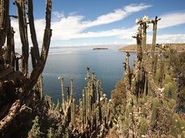 Klidn� hladina jezera Titicaca