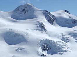 Pohled zvrcholu Hinterer Brunnenkogelu na Wildspitze (3770 m)