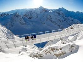 Titlis Cliff Walk je nejvýše položeným zavěšeným mostem v Evropě. Klene se nad...