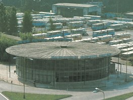 Pohled na havířovské Ústřední autobusové nádraží na začátku 80. let. Za třicet...