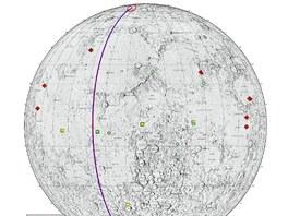 """Mapak Měsíce s vyznačeným posledním neúplným oběhem družic GRAIL """"historicky"""