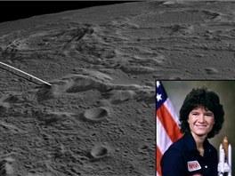 Místo nárazu sond GRAIL s portrétem astronautky Sally Ride, po které bylo