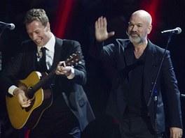 Na charitativním koncertě 12. 12. 2012 pro oběti hurikánu Sandy si zahrál Chris