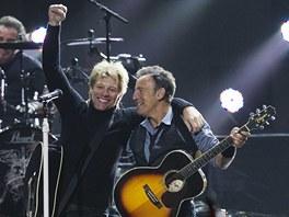 Na charitativním koncertě 12. 12. 2012 pro oběti hurikánu Sandy si zahrál Jon