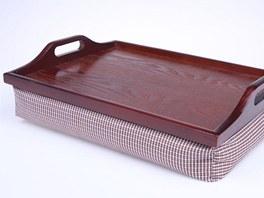 Tác do postele se vyrábí v několika barevných variantách.