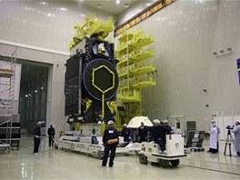 Družice Jamal-402 během technických předstartovních příprav
